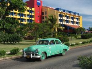 Green_1950_Chevrolet_in_Varadero,_Cuba